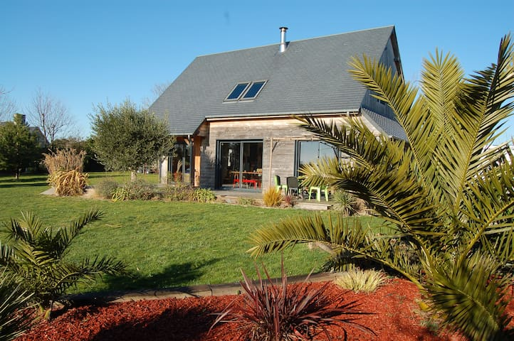 Maison en bois, 2km de la mer, grand jardin - Hauteville-sur-Mer - Hus