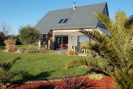 Maison en bois, 2km de la mer, grand jardin - Hauteville-sur-Mer