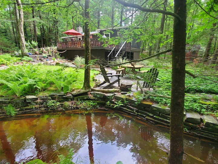 RENOVATED WOODED STREAMSIDE CATSKILLS CABIN