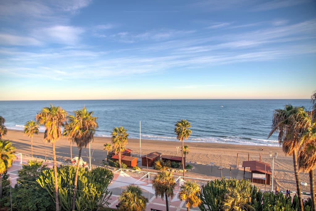 Beachfront-2-bed-luxury-penthouse-sea-views-Estepona-Málaga-Spain