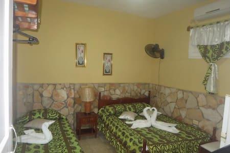 Hostal El Dorado. Habitación 2