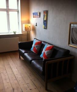 Udsigtslejlighed i Købmandsgård - Apartamento