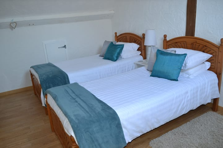 Hirondelle Farm - Twin room-Ensuite
