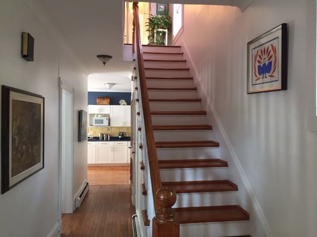 Room with queen bed close to downtown Halifax.