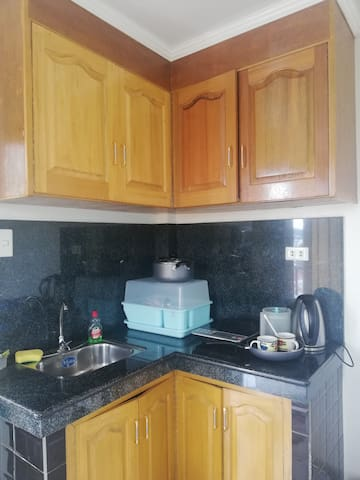 Induction cooker, rice cooker, electric water kettle and eating utensils are provided.