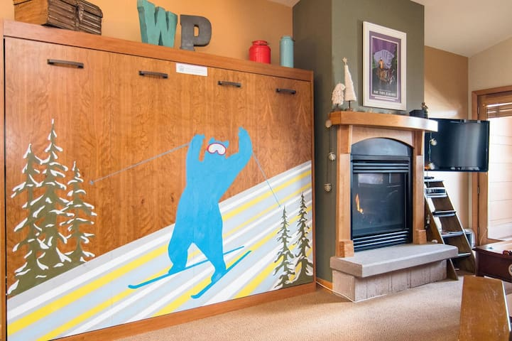Oversized 1bd Condo @ Base | Foosball Table | Hot Tubs | Ski In/Ski Out