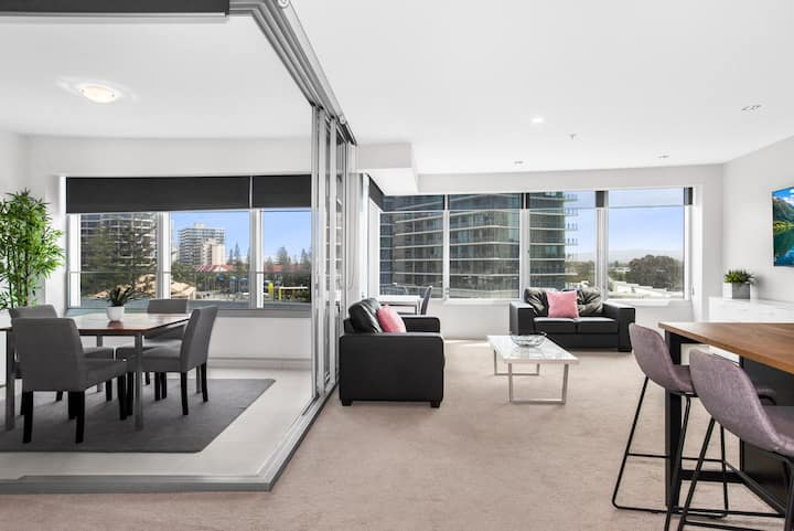 Sleek Q1 Suite in the Heart of Surfers Paradise