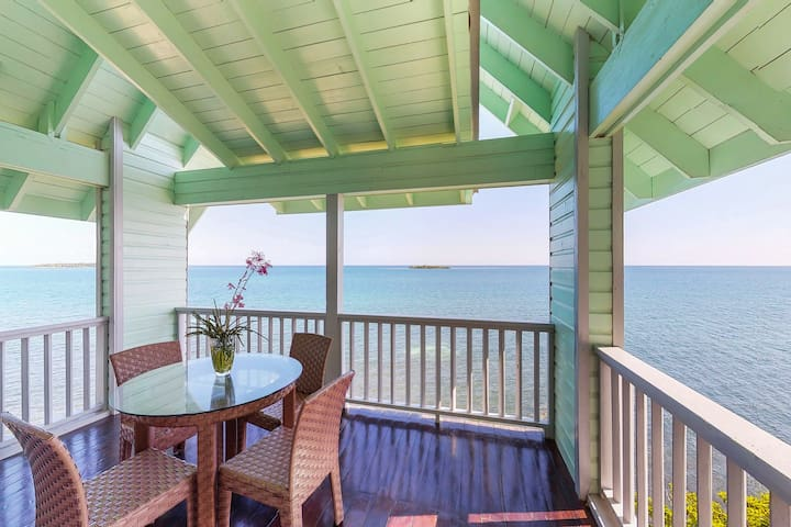 NEW LISTING! Luxurious, waterfront suite w/ amazing views & private beach access