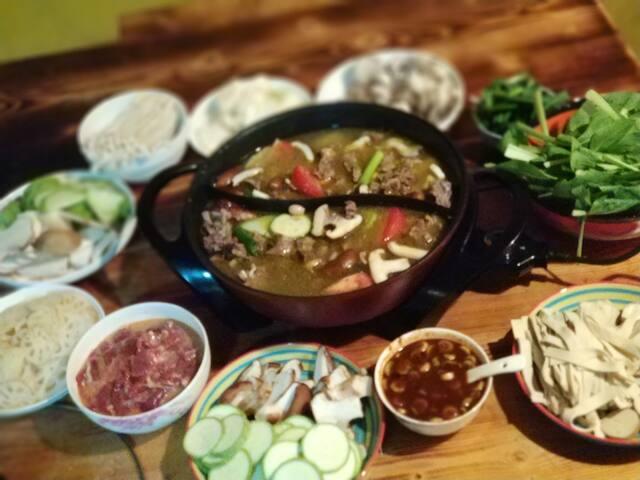 假如您想吃香格里拉的顶尖食材,又不愿意自己动手,可以找院主定制以:藏红花猪,牦牛,尼西土鸡为主材的私宴