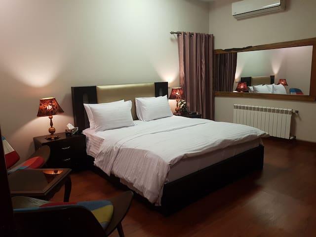 Five Star  Cozy Room Near ISLAMABAD HIGHWAY