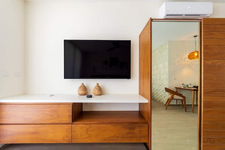 Intimate apartment w/Plunge Pool • Moots 201