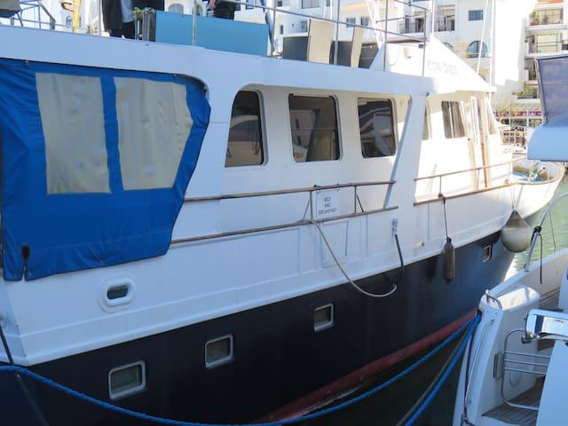 Con Dios Bed & Breakfast ( Boat )