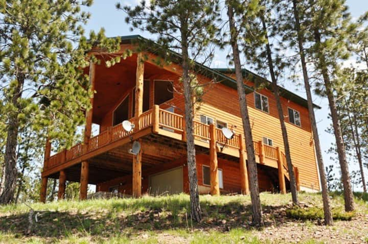 North Ridge Cabin-Panoramic views from the covered deck or the hot tub