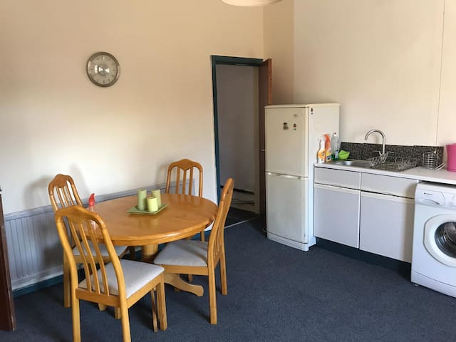 1 bed Flat on main Road newly refurbished - clean