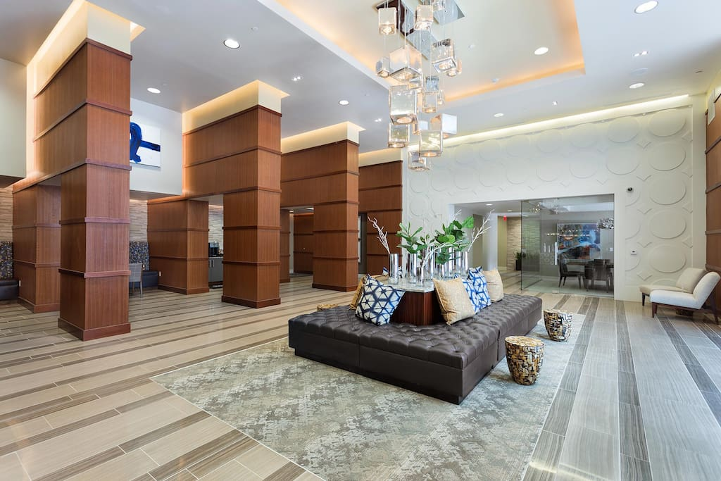 Building lobby/leasing