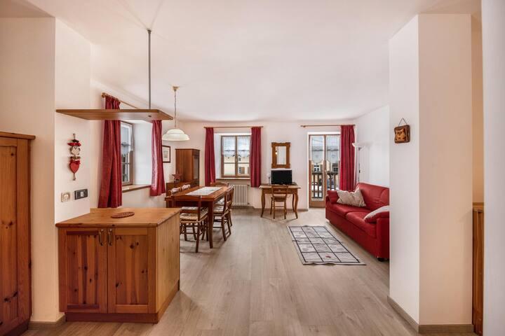 """Zentrale Ferienwohnung """"Casa Nicoleta 2 piano"""" mit Bergblick, Balkon, Garten und WLAN; Parkplätze vorhanden"""