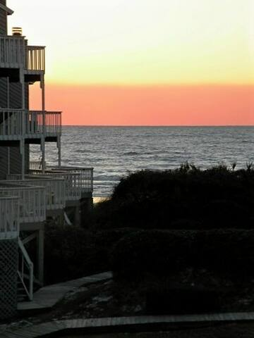 Gulf View End Unit - Only 60 Steps to Beach