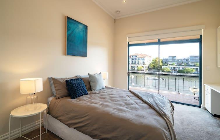 Bedroom 2  upstaris
