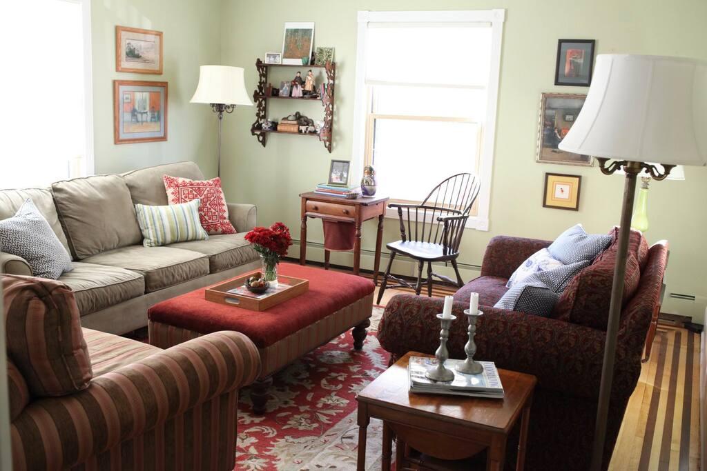 Living room (second floor)