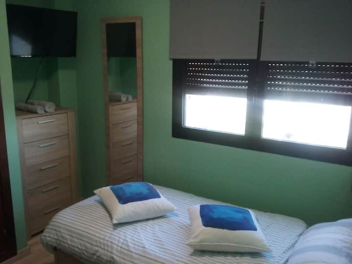 Private room and bathroom close to city centre