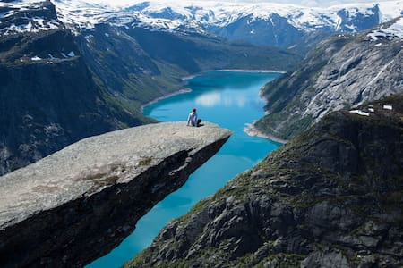 Trolltunga Bed and Bathroom - Odda