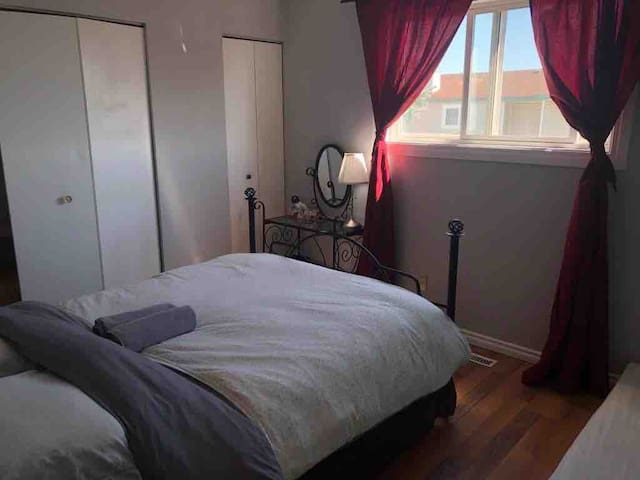 Superhost South Common/Airport Townhouse