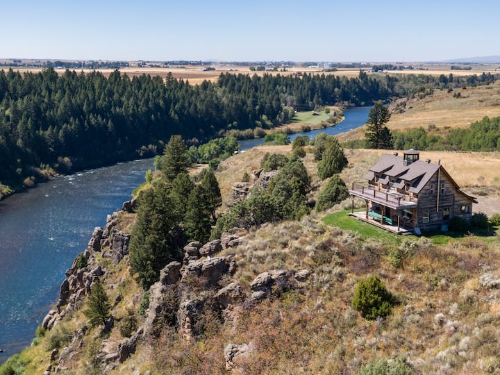KABINO: Lindas Perch~On Bank of Henrys Fork~Fishing~6+acres~Snake River~Free WIFI