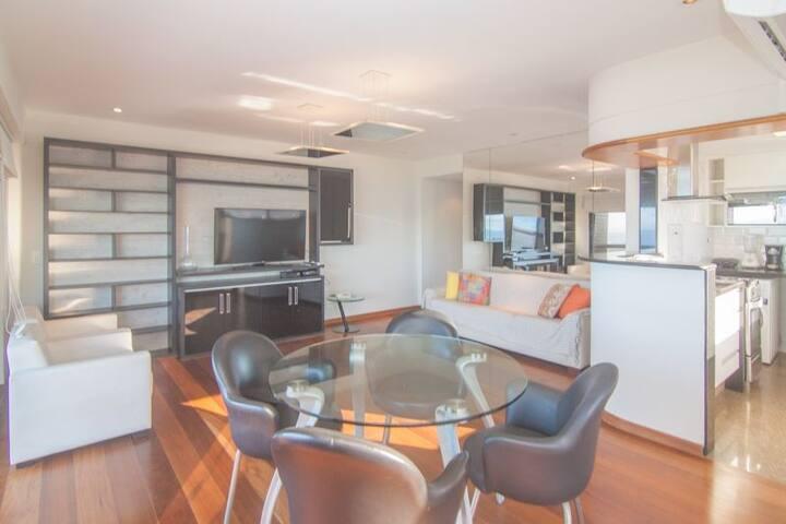 VS502 - Espetacular dois quartos na praia de Ipanema