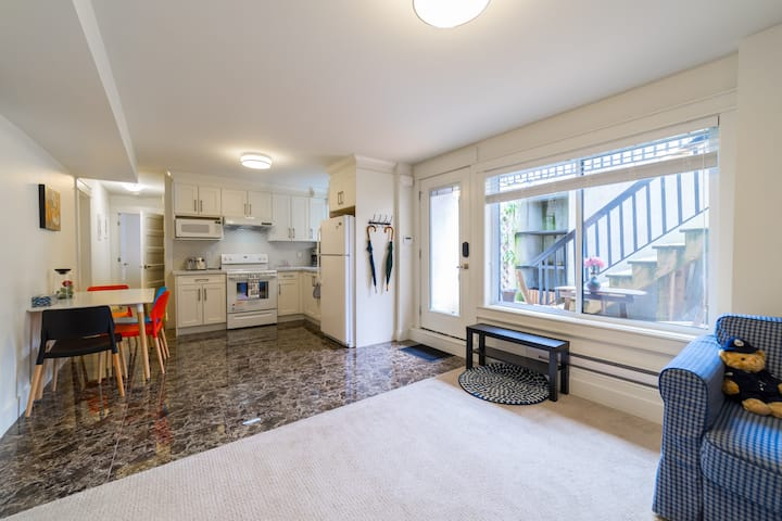 Super clean & Cosy 2 bedroom suite in North Delta