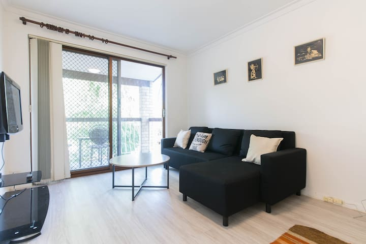 Charming apartment 5km from Perth CBD