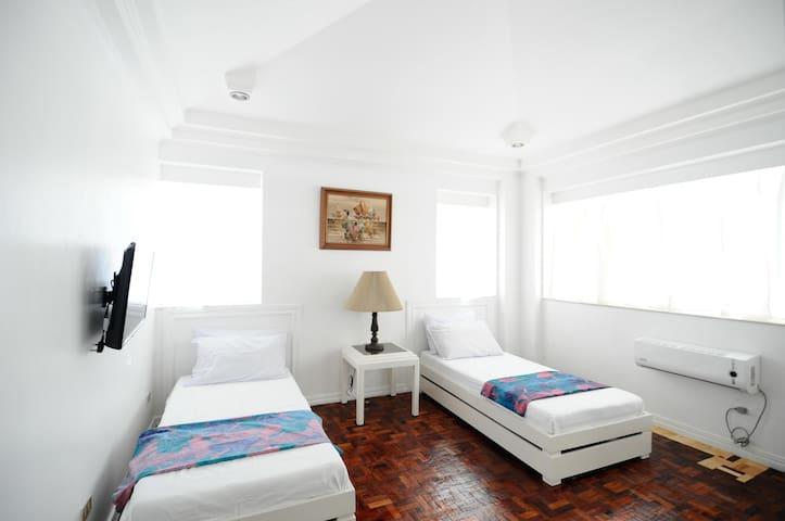 2nd floor adjoining guestrooms