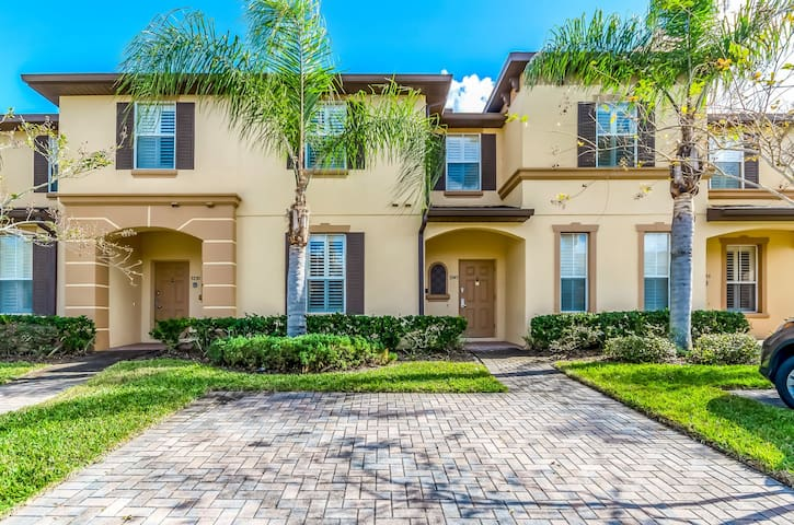4 BED  3 BATH TOWN HOUSE IN REGAL PALMS RESORT