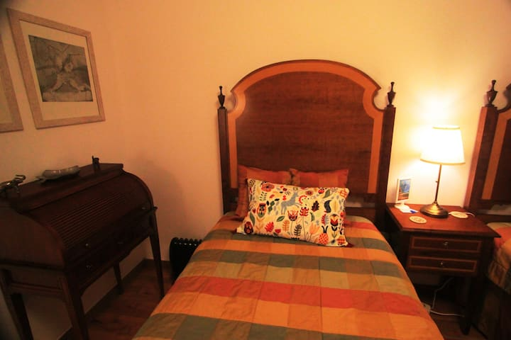 Twin Room with 2 beds, Hi-Fi, Tv. ,Air conditioner, Mini-Bar