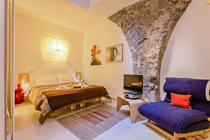 Selci Apartment in Monti! 1BDR 2PAX
