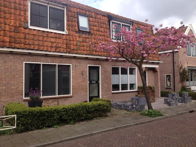 Cozy little house near Amsterdam for 4 persons - Middenbeemster - Adosado