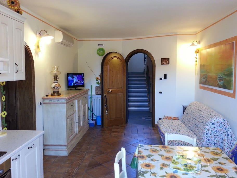 Tinello/cucina e ingresso, Divano letto Matr.