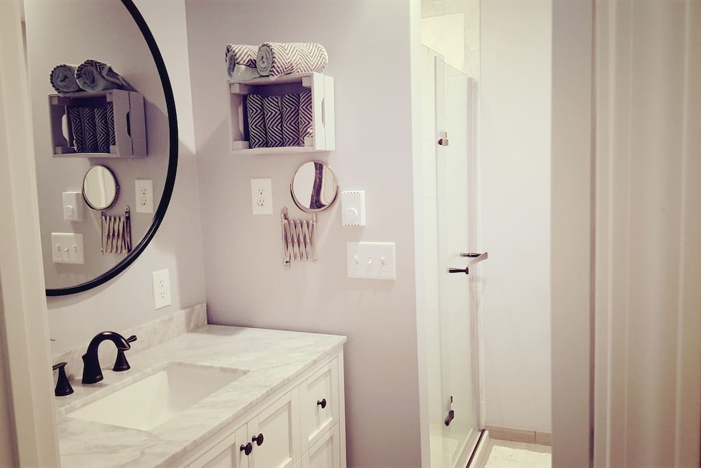 Recently renovated bathroom. Towels and hairdryer provided.