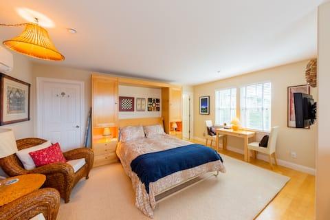 Clean, Quiet Guest House w/ Private Entrance