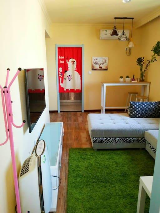 公寓客厅和吧台