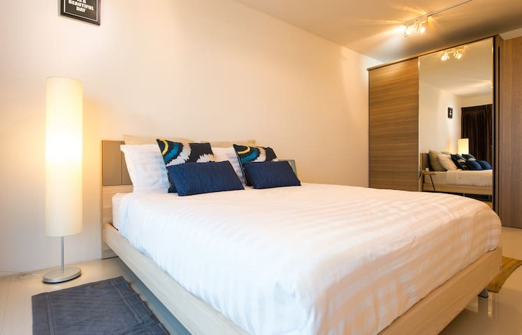 Serenely Stylish Modern Zen Bedrooms across AVANI - Bangkok - Appartement