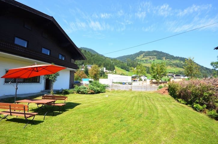 Apartment Weiss - a wonderful cosy apartment, 5 walking-minutes to skilifts