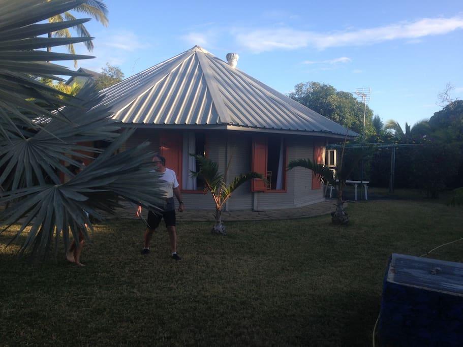 La Rondavel avec son grand jardin