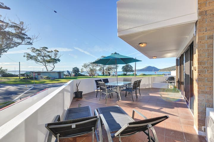 2 'Fleetwood', 63 Shoal Bay Road - spectacular views