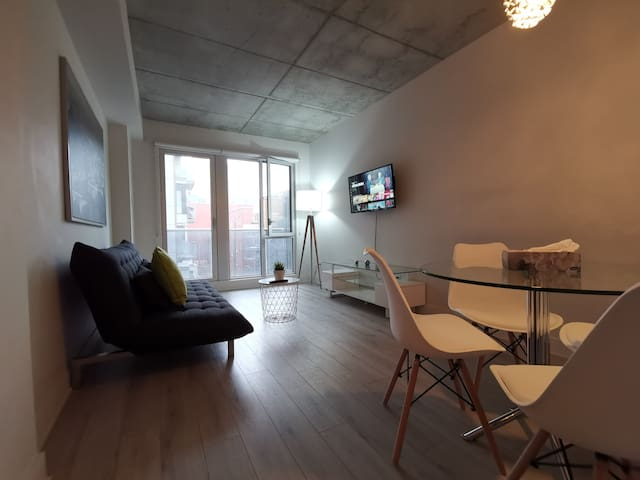 Modern & lovely studio with Gym, heart of downtown
