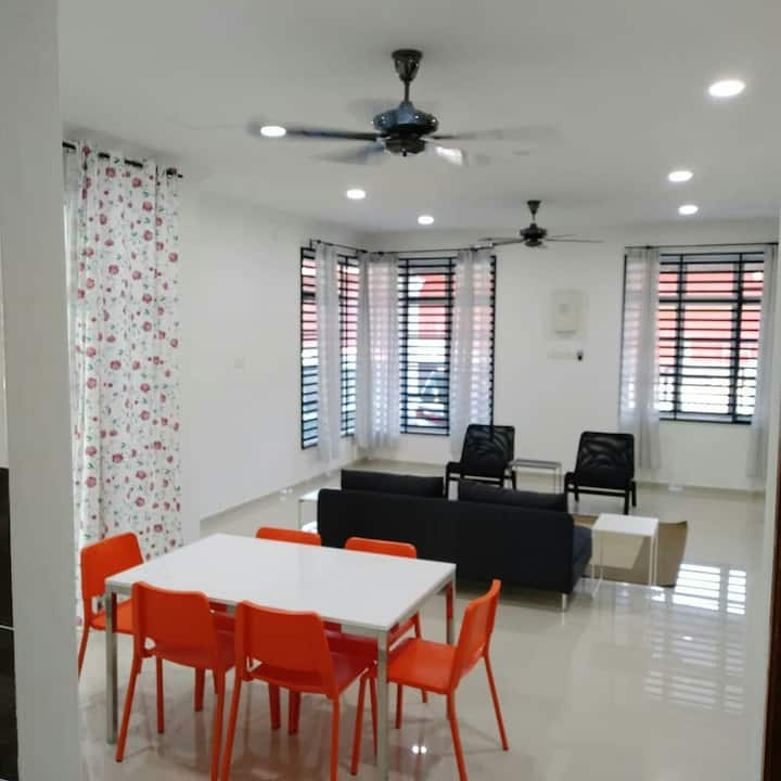 Cozy and spacious 2 Storey House 4 rooms in Kerteh