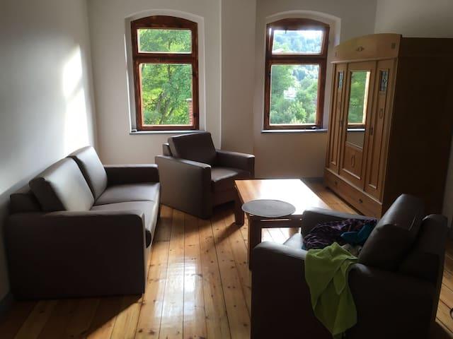 Tolle Wohnung in stillgelegtem Bahnhof - Gräfenthal - Osakehuoneisto