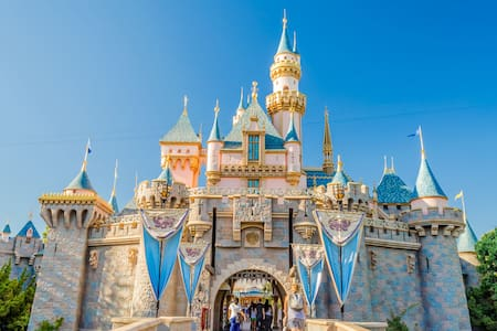 Great Location! Walk Old Towne & Near Disneyland!