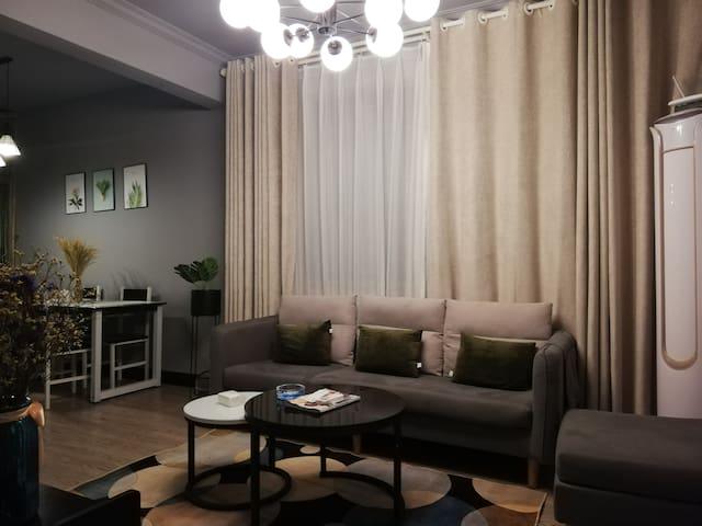 梦享家-洋房/万地广场/体育馆/处州公园/轻奢风格二居室套房
