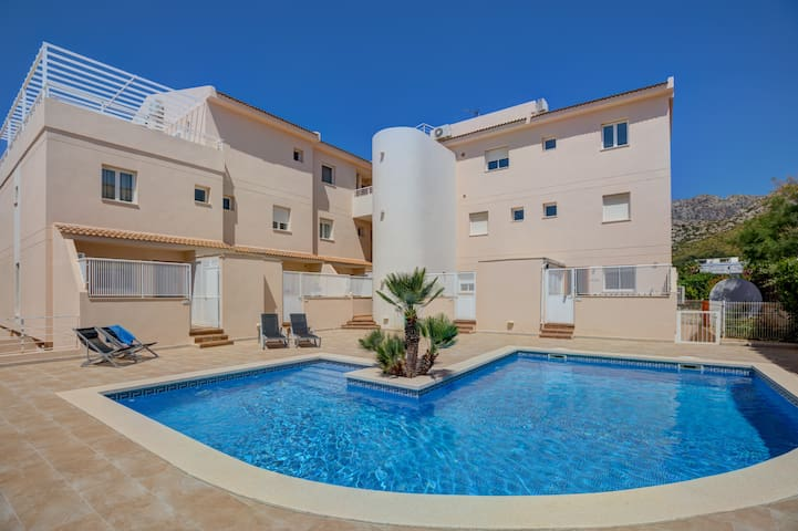 3 bedroom apartment with pool, close to the beach.
