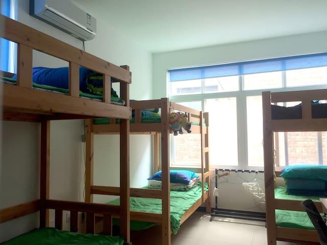 木制高低床(A型房),秒回大学时光,彻夜谈心,您怀念吗?